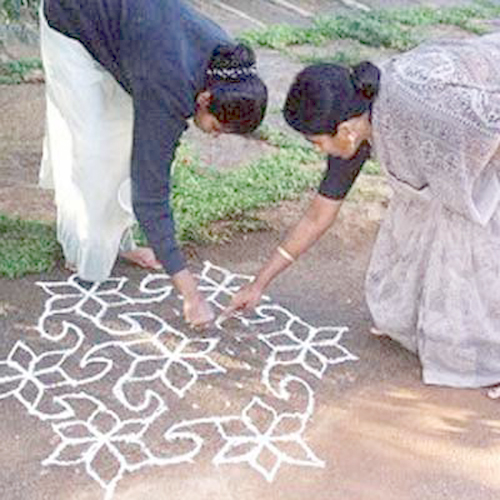Kolam Design - the Mathematics
